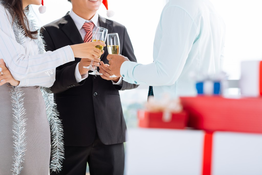Benefits of Hosting Your Holiday Party in January
